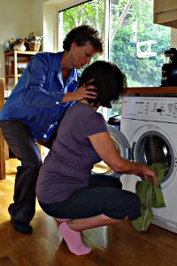 Loading a washing machine without strain